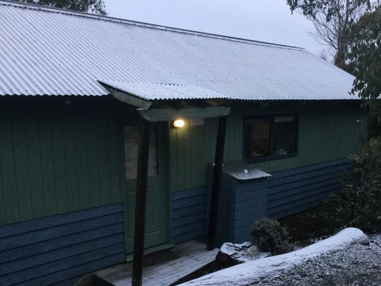 Cradle Mountain Wilderness Village: Outside the cabin