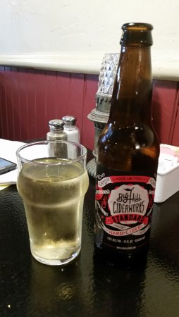 Market Cross Pub & Brewery: Wonderful local cider