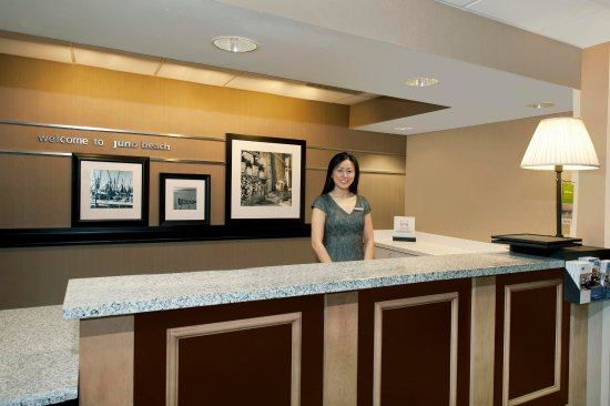 Hampton Inn Jupiter/Juno Beach: Lobby Front Desk