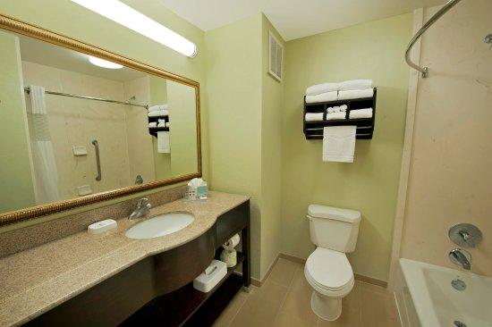 Juno Beach, FL: Standard Bathroom