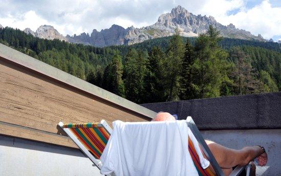 Sporthotel Obereggen: Auf der Liege auf unserer Zimmer-Terrasse