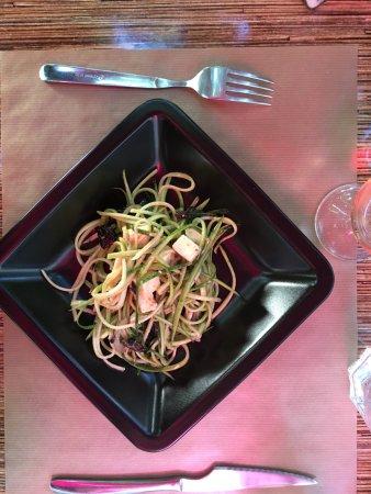 Eyragues, France : Salade de courgettes à la feta