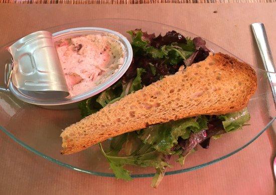 Eyragues, France : Tartine et rillettes de sardines