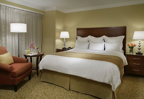 Toronto Marriott Downtown Eaton Centre Hotel: King Suite