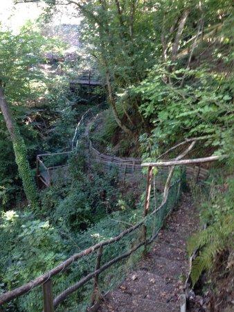 Morlupo, Italia: Genialer Hochseilpark für kleine Kinder ab ca. 4 Jahren. Auch für grössere Kinder gibt es heraus