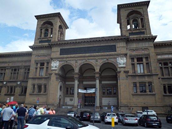 Biblioteca Nazionale Centrale Firenze: Vista da entrada da biblioteca
