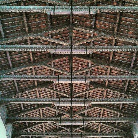 Tetto a capanna della chiesa con decorazioni originali del for Piani di progettazione tetto a capanna