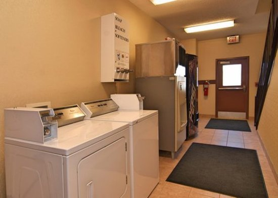 Comfort Inn Near High Point University: Laundry