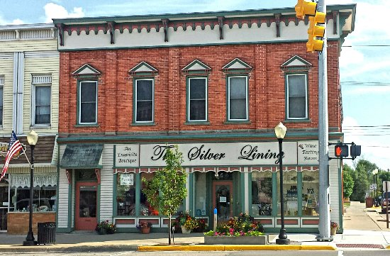 West Branch, MI: Boutique & Wine Tasting - front of building