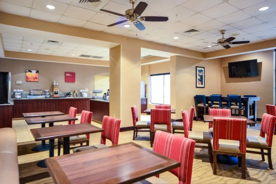 Comfort Suites Charlotte Northlake: Breakfast area