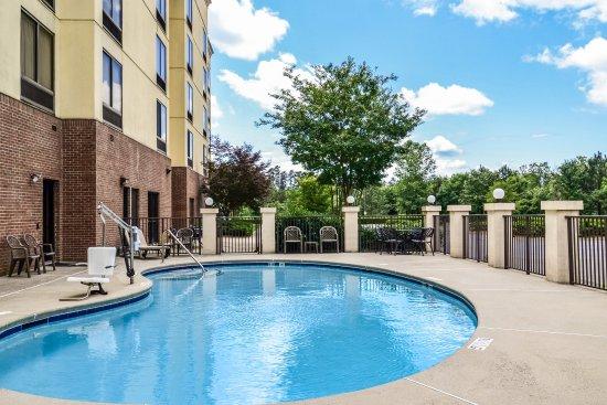 Comfort Suites Charlotte Northlake: Outdoor pool