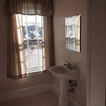 Herbert Grand Hotel: We were impressed by the fresh, meticulouslly clean bathroom.