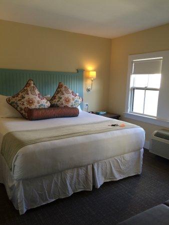 The Colonial Inn: photo1.jpg