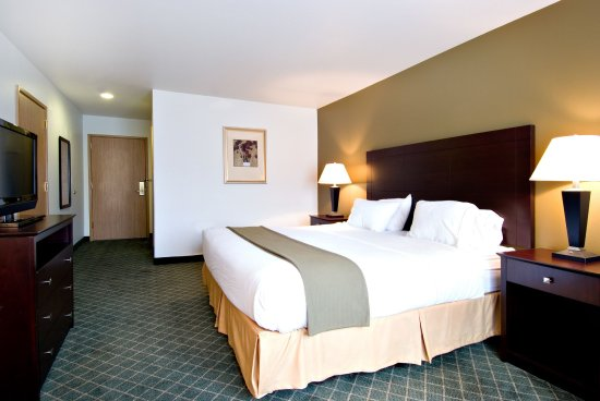 Springfield, Oregon: Well appointed guest room with a King sized bed