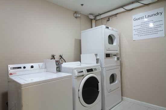 Solana Beach, CA: Laundry Facility