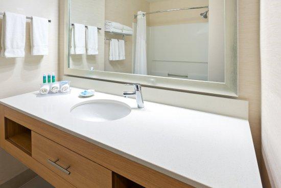 Holiday Inn Express Henderson: Guest Bathroom