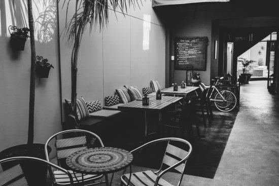 5411 Soho Hotel Boutique & Spa: Patio