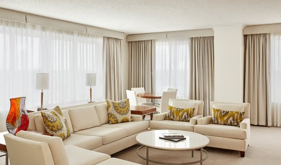 InterContinental Suites Hotel Cleveland: Presidential Suite Living Area
