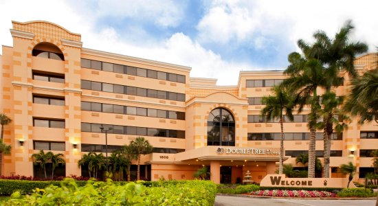 DoubleTree by Hilton Hotel West Palm Beach Airport : Hotel Exterior