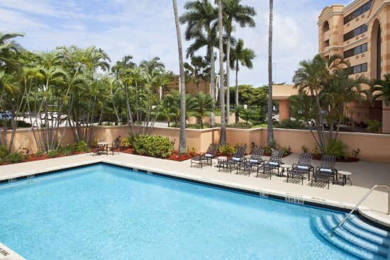 DoubleTree by Hilton Hotel West Palm Beach Airport : Outdoor Pool