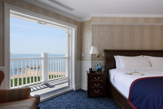 Madison Beach Hotel, Curio Collection by Hilton: Guest Room Balcony
