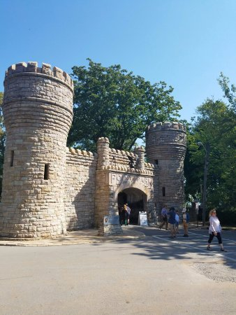 Lookout Mountain, TN: Castle like entrance to Point Park.