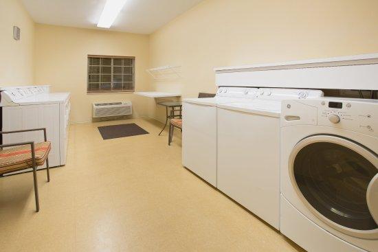 Peoria, IL: Laundry Facility