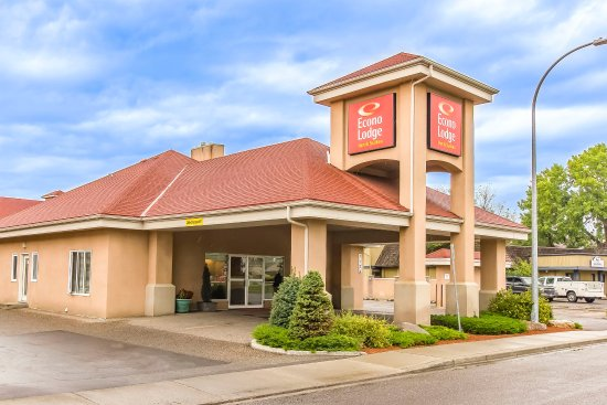 Econo Lodge Inn & Suites : Hotel exterior