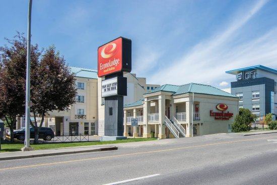 Econo Lodge Inn & Suites University: Exterior