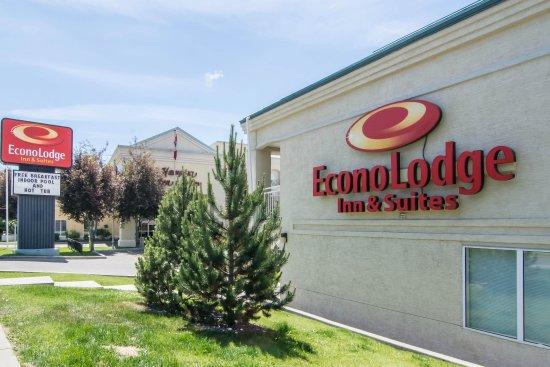 Econo Lodge Inn & Suites University: Exterior