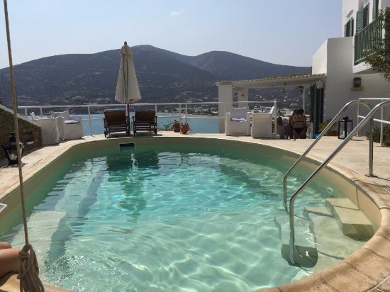 Niriedes Hotel : lovely intimate pool