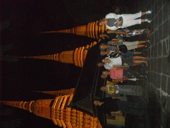 Bangkok Food Tours: Temple lit up at night, great experience we were the only ones there