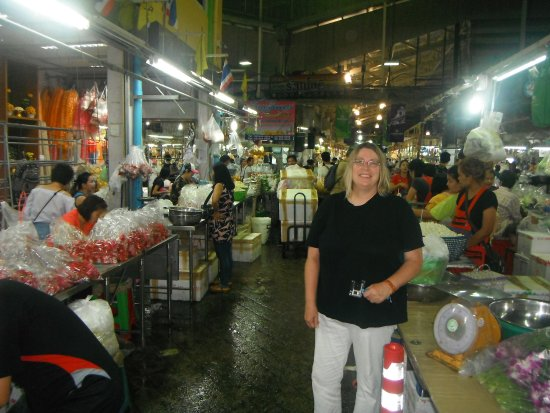 Bangkok Food Tours: a visit to the Flower market, beautiful and smelled great!