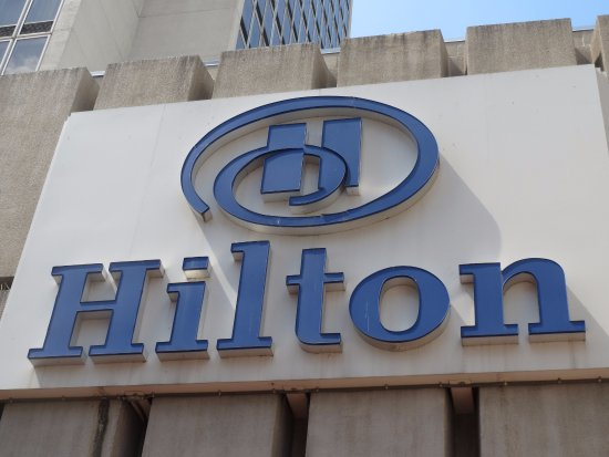 Hilton St. Louis at the Ballpark: exterior signage