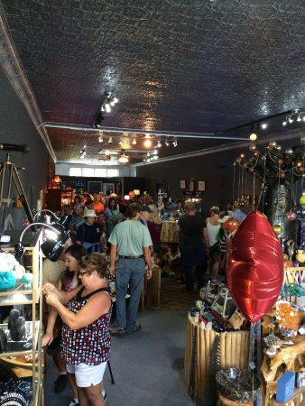 Hendersonville, NC: Great inventory of cool stuff!