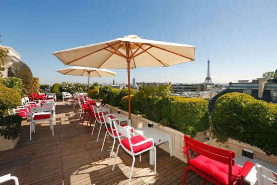 Hotel Raphael: Terrace Bar View - Eiffel Tower