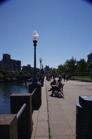 Montreal, Canadá: Along the old port there is walking paths and a park