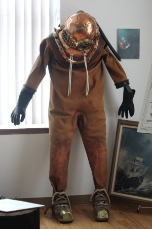 Leamington, Canada: Tethered air-supply diving suit.