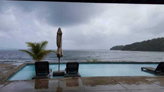 Marigot, Dominica: Main pool looking out at Atlantic ocean