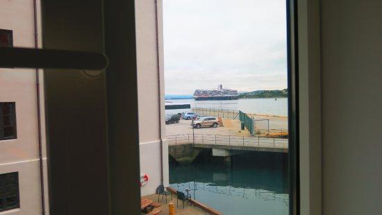 Quality Hotel Waterfront Alesund: le port vu de côté, notre chambre