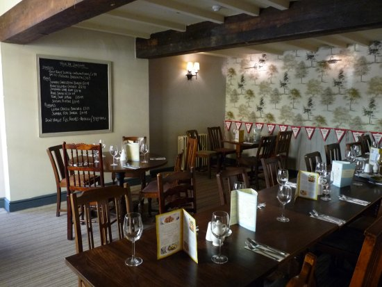 Tutbury, UK: Typical dinner paty tables, here for 12, which take preference over individual guestsw