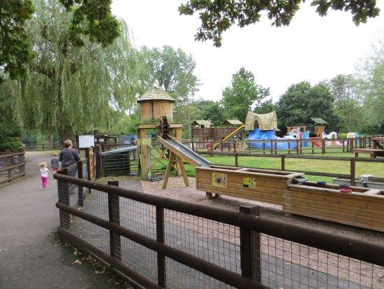 Sandhurst, UK: Tai-Lakes play area