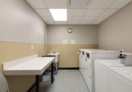 Bedford Park, IL: Guest Laundry