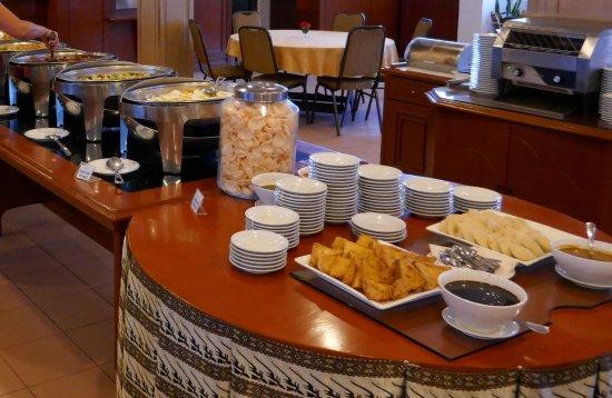 Pondok Brastagi, إندونيسيا: Ontbijtbuffet