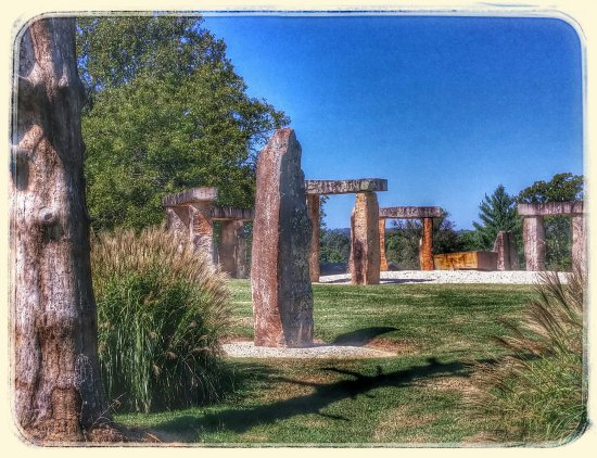 Munfordville, KY: A must see, but on private property. Artbyjo