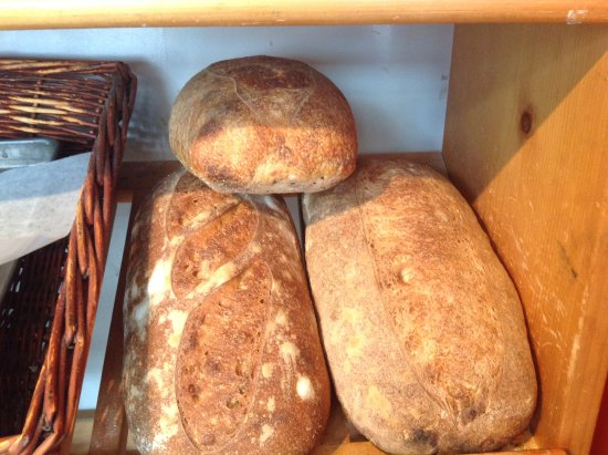 Cumberland, Canadá: Some of our Church St Bakery's organic wood fired bread.