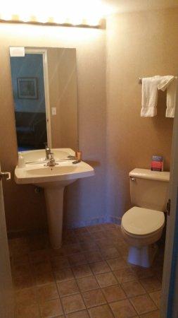 CasaBlanca Hotel, Casino, Golf & Spa: Second powder room in suite