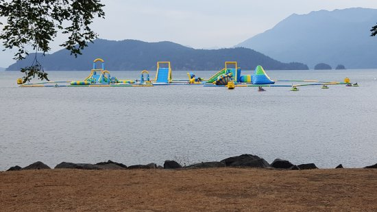 Harrison Hot Springs Resort & Spa: Awesome playground in the water