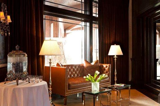 Waldorf Astoria Park City: Lobby Sitting Area