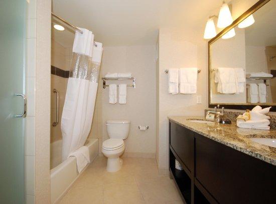 Нашионал-Сити, Калифорния: Executive Suite Guest Bathroom